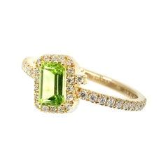 18 Karat Gold Green Peridot and Diamonds Italian Ring