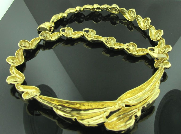18 Karat Gold Hammered Necklace In Excellent Condition For Sale In Palm Desert, CA