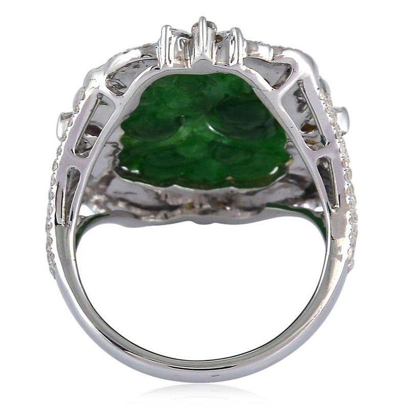 Carved Jade Diamond 18 Karat Gold Ring In New Condition For Sale In Hoffman Estate, IL