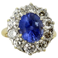 18 Karat Gold Ladies Cluster Ring with Natural Ceylon Sapphire and Diamonds