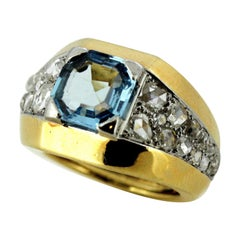 18 Karat Gold Ladies Ring with Aquamarine and Diamonds, circa 1940s