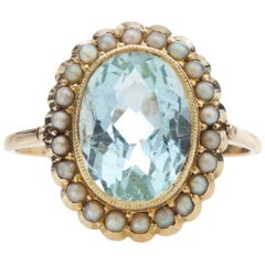 18 Karat Gold Ladies Ring with Natural 3.5 Carat Aquamarine and Natural Pearls