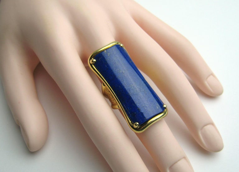 18 Karat Gold Lapis Lazuli Ring Modernist Rectangle  For Sale 3