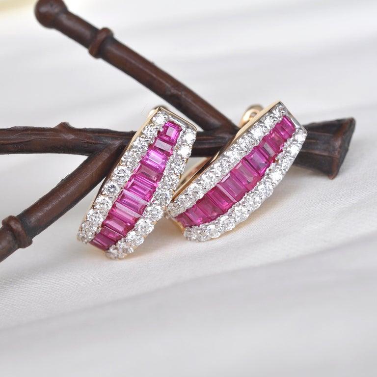 18 Karat Gold Natural Ruby Diamond Huggies Pendant Necklace Earrings Ring Set For Sale 2