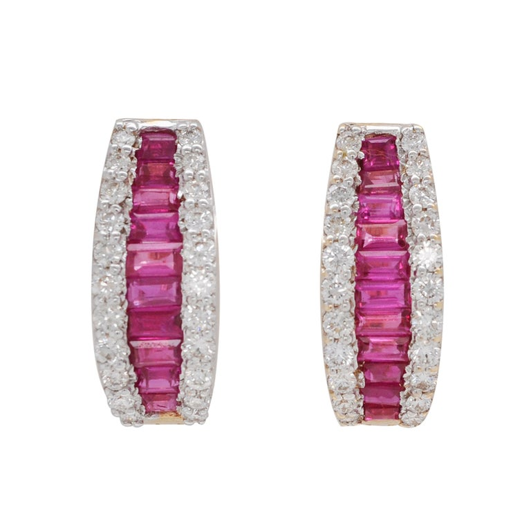 18 Karat Gold Natural Ruby Diamond Huggies Pendant Necklace Earrings Ring Set For Sale 3