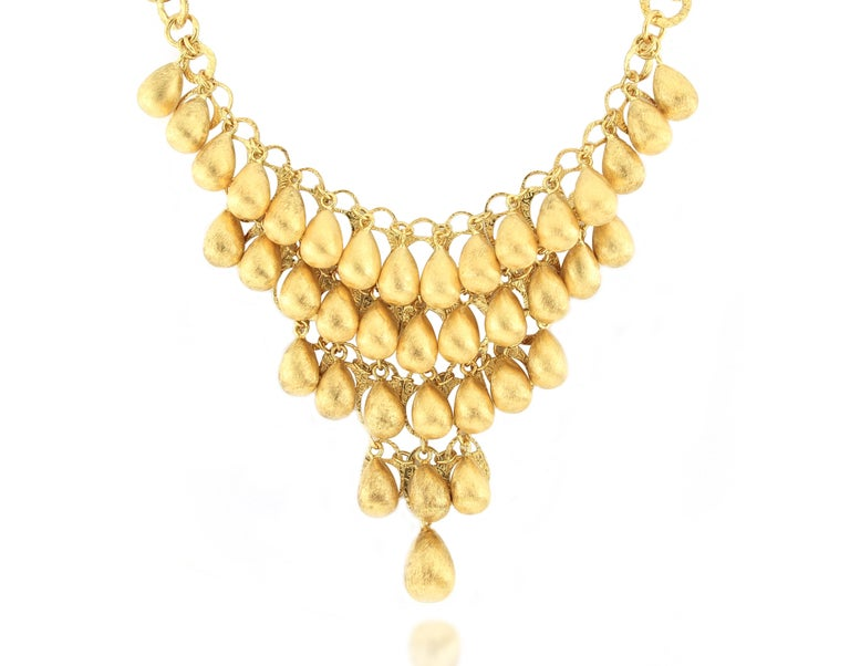 A very unique 18 Karat Gold Necklace, Italian made, with fabulous design and very fine craftsmanship. The brand was founded one and a half centuries ago in Macau. The brand is renowned for its high jewellery collections with fabulous designs. Our