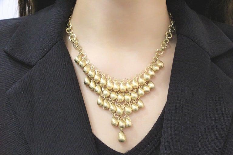 Women's 18 Karat Gold Necklace For Sale