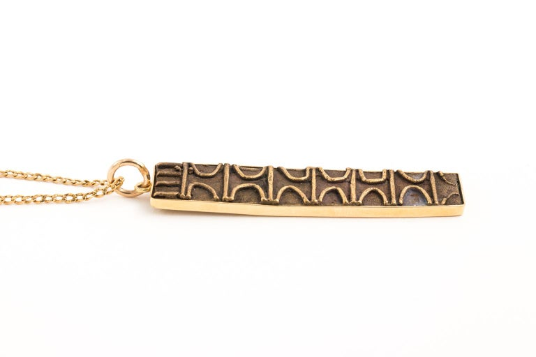 Contemporary 18 Karat Gold Pendant and Chain