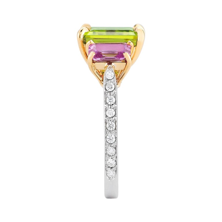Contemporary 18 Karat Gold Peridot 6.36 Carat, Pink Sapphire 1.36 Carat and Diamond Ring For Sale