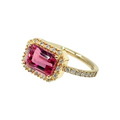 18 Karat Gold Pink Tormaline and Diamonds Italian Ring