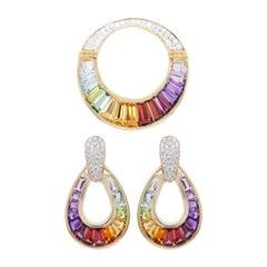 18 Karat Gold Rainbow Multicolor Baguette Diamond Pendant Necklace Earrings Set