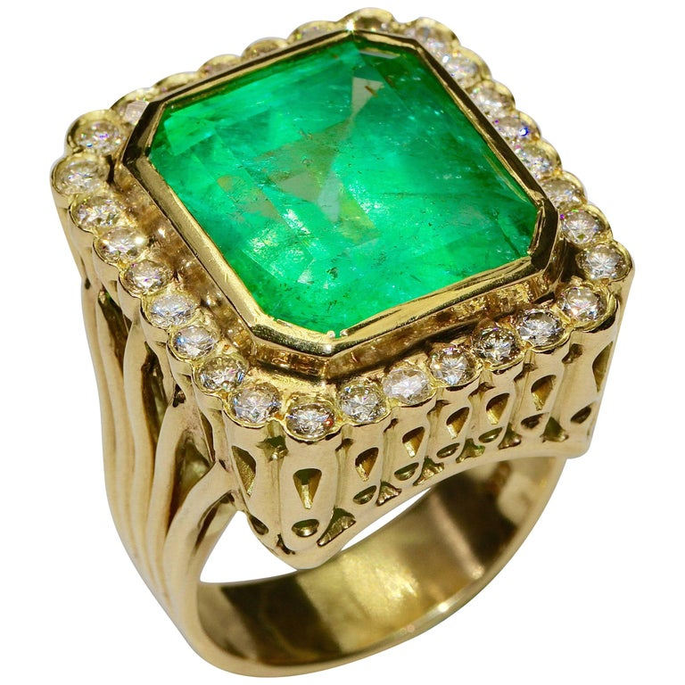 18 Karat Gold Ring With Huge 24 Carat Emerald And 30 Diamonds For