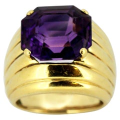 18 Karat Gold Ring with Natural Amethyst of Approximately 7 Carat