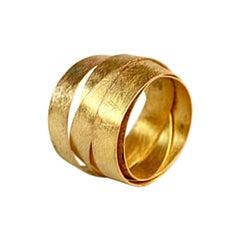 18 Karat Gold Round 5 Loops Modern Ring