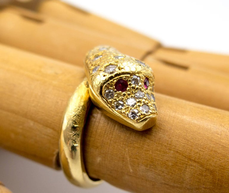 18 Karat Gold Ruby Diamond Snake Ring In Excellent Condition For Sale In New York, NY