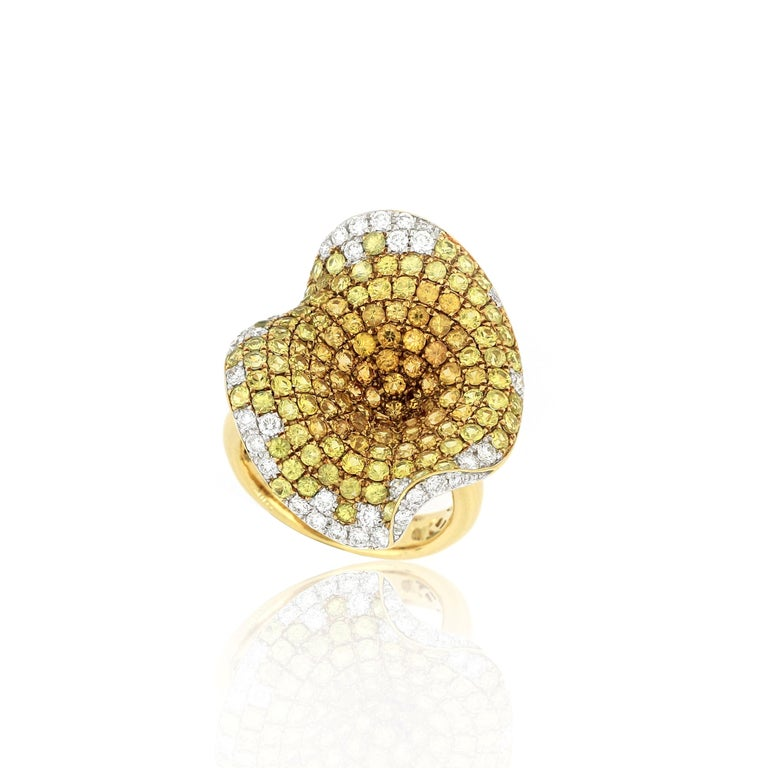 Contemporary 18 Karat Gold Sapphire and Diamond Ring For Sale