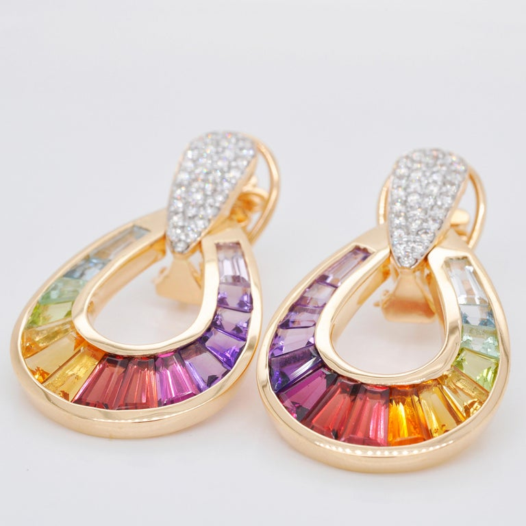 18 Karat Gold Taper Baguette Multi-Color Rainbow Diamond Dangling Drop Earrings In New Condition For Sale In Jaipur, Rajasthan