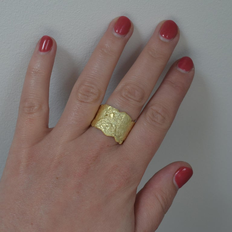18 Karat Gold Textured Wide Ring Handmade by Disa Allsopp For Sale 2