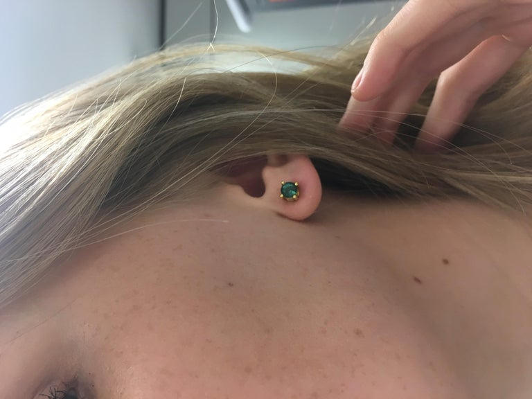 18 Karat Gold Tourmaline Stud Earrings In New Condition For Sale In London, GB