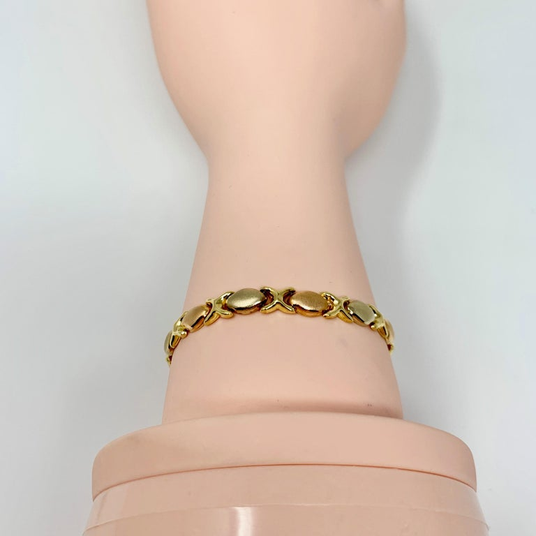 18 Karat Gold Tri Tone Hugs and Kisses XO Link Bracelet For Sale 3