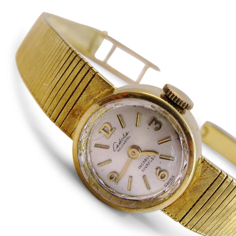 18 Karat Gold Vintage Cadola Neuchatel Watch Swiss In Good Condition For Sale In Jackson Heights, NY