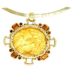 18 Karat Gold Yellow Italian Murano Glass Cameo Intaglio Victorian Pendant