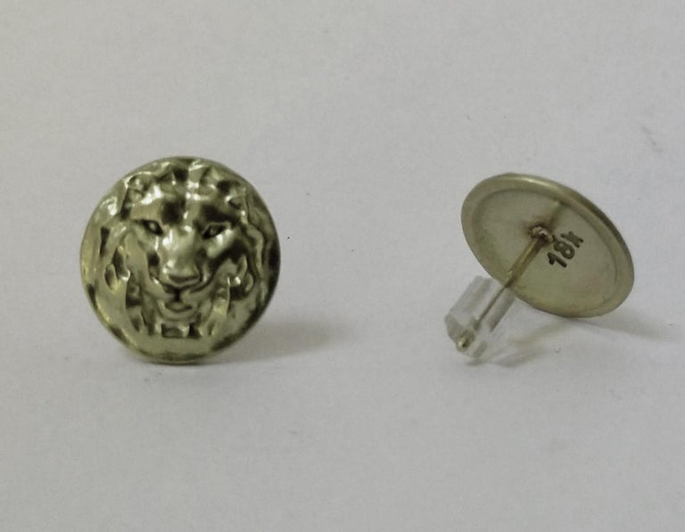 18 Karat Green Gold Lion Stud Earrings In New Condition For Sale In New York, NY