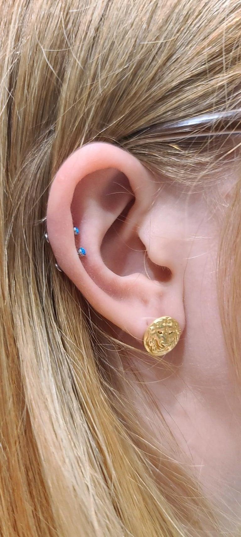 18 Karat Green Gold Lion Stud Earrings For Sale 1