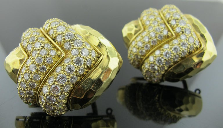Round Cut 18 karat Hammered Yellow Gold and Diamond Earrings 2.25 Carat For Sale