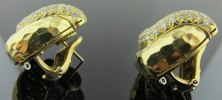 18 karat Hammered Yellow Gold and Diamond Earrings 2.25 Carat In Excellent Condition For Sale In Palm Desert, CA