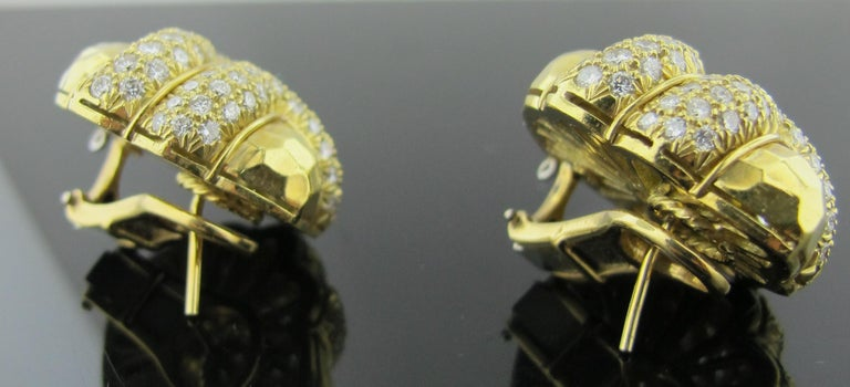 18 karat Hammered Yellow Gold and Diamond Earrings 2.25 Carat For Sale 1