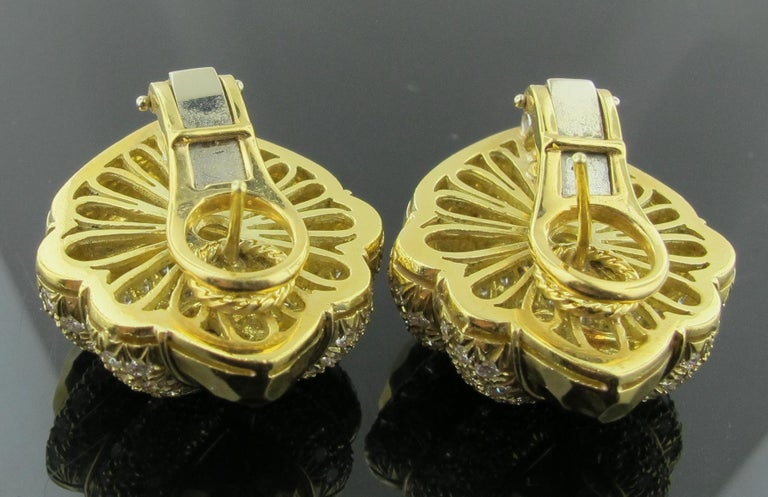 18 karat Hammered Yellow Gold and Diamond Earrings 2.25 Carat For Sale 2
