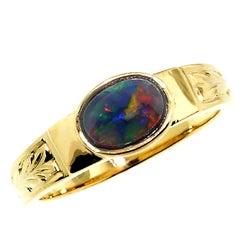 18 Karat Hand Engraved Ring with Lightening Ridge Black Opal, Handmade in Italy