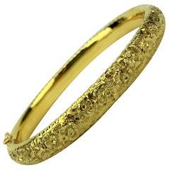18 Karat Italian Yellow Gold Floral Engraved Hinged Bangle Bracelet