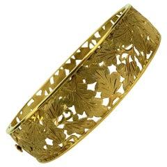 18 Karat Italian Yellow Gold Vintage Open Leaf Motif Bangle Bracelet