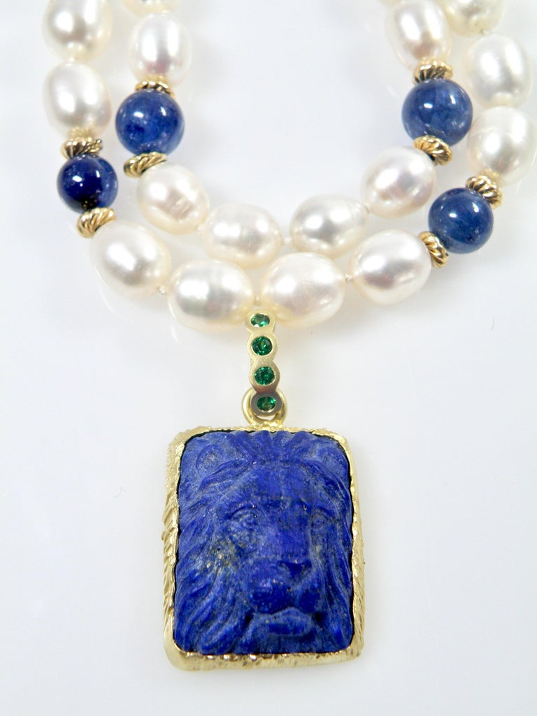 18 Karat Lapis Lazuli Carved Lionshead Pendant In New Condition For Sale In Cohasset, MA