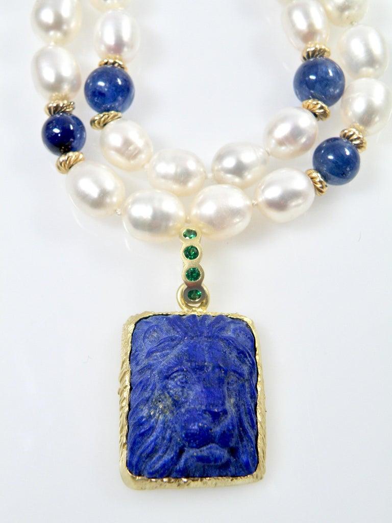 18 Karat Lapis Lazuli Carved Lionshead Pendant For Sale 2