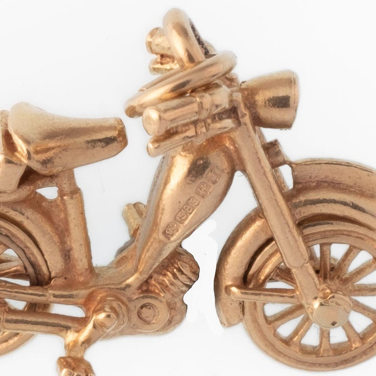 18 Karat Motorbike Charm In Excellent Condition For Sale In New York, NY