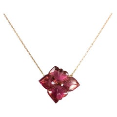 18 Karat Pink Gold Chain Set with an Flower Pink Engraved Tourmaline
