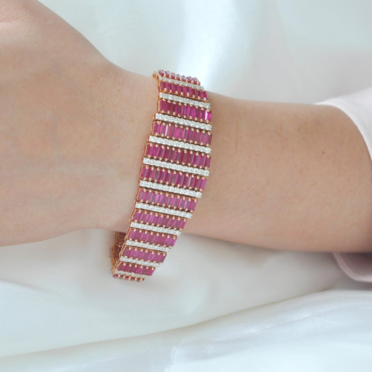 Keeping up with the…red carpet look! Presenting the 18 karat rose gold 21.73 carats burma ruby baguettes diamond bracelet. Are you planning to attend that prestigious party? Still thinking what will make you look different? This is your pick –