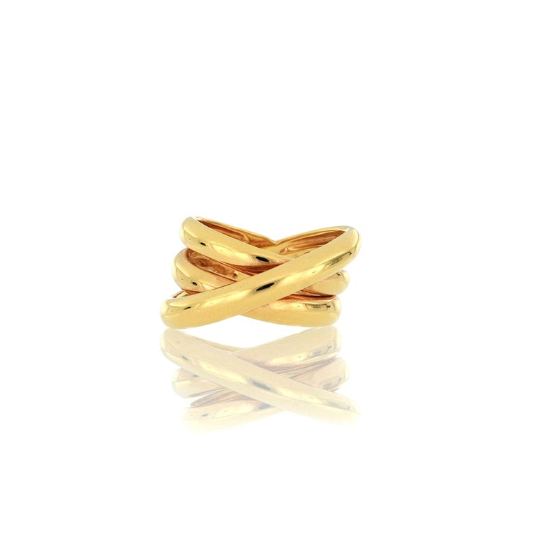 A stylish Italian 18 Karat gold ring. A very beautiful ring with simply and elegant design which can be worn for any occasion. O'Che 1867 was founded one and a half centuries ago in Macau. The brand is renowned for its high jewellery collections