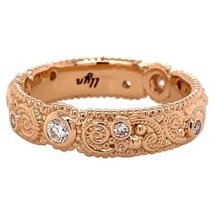 18 Karat Rose Gold Filigree Pattern Band with Champagne Diamonds