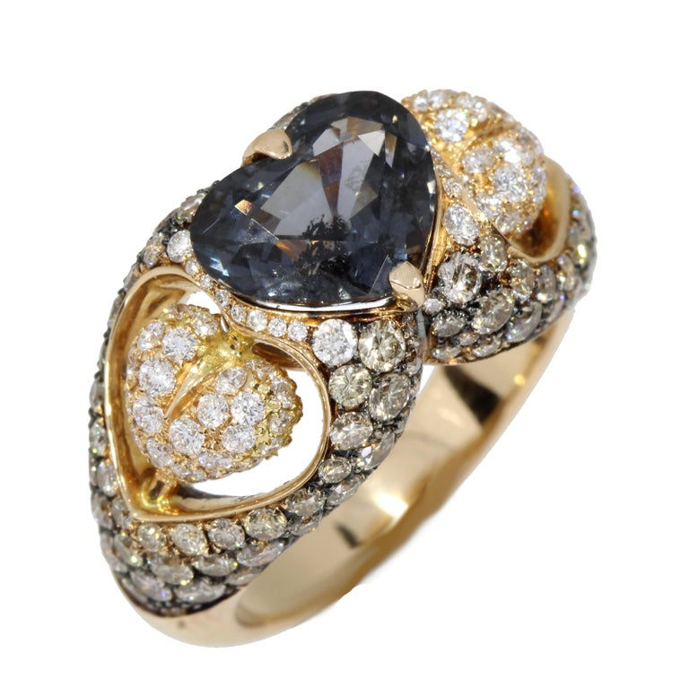 18 Karat Rose Gold Heart Blue Spinel and Diamond Engagement Ring In New Condition For Sale In London, GB