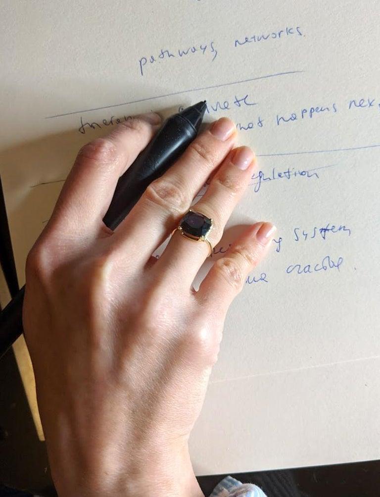 18 Karat Rose Gold Ring with 4.6 Carat Purple Spinel For Sale 5