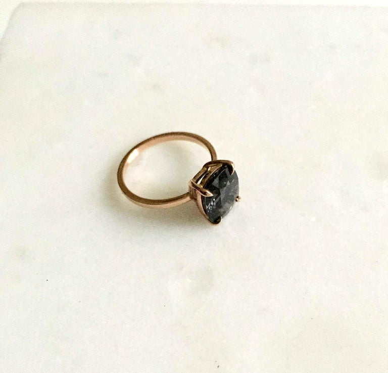 18 Karat Rose Gold Ring with 4.6 Carat Purple Spinel In New Condition For Sale In Berlin, DE