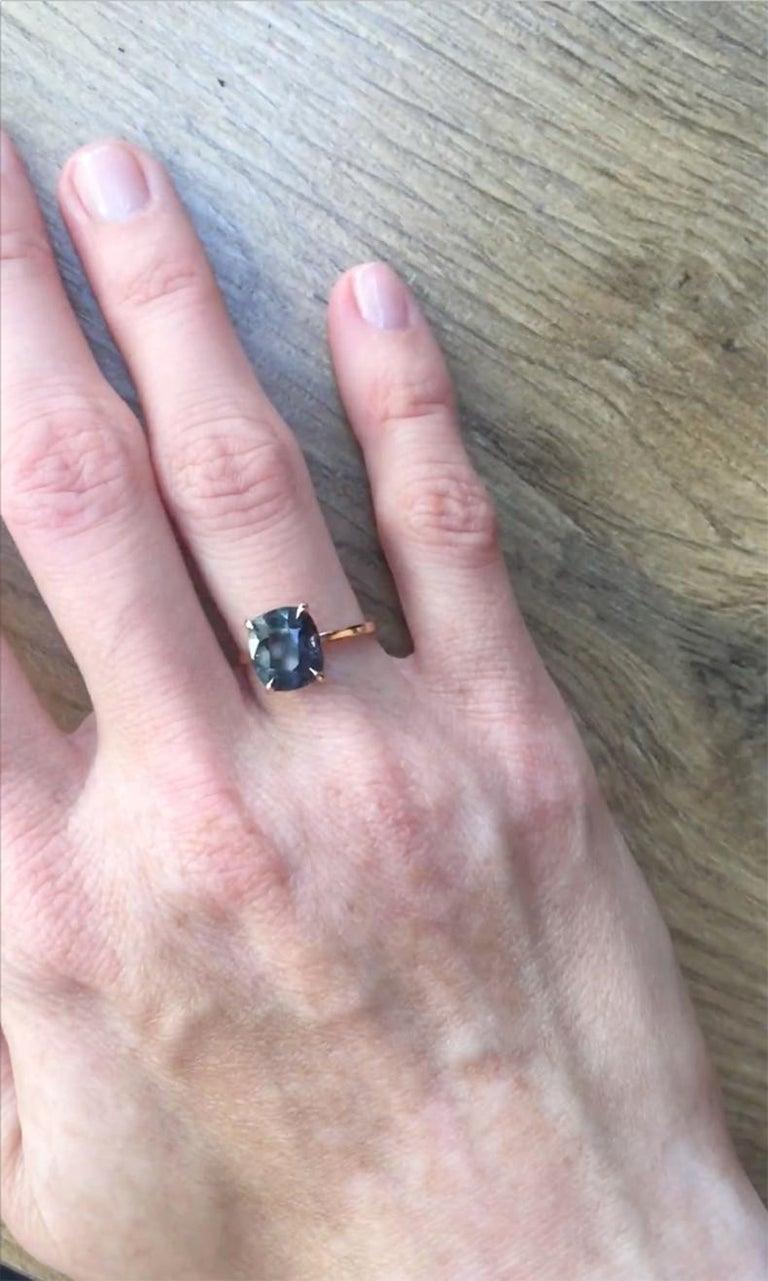 Women's or Men's 18 Karat Rose Gold Ring with 4.6 Carat Purple Spinel For Sale