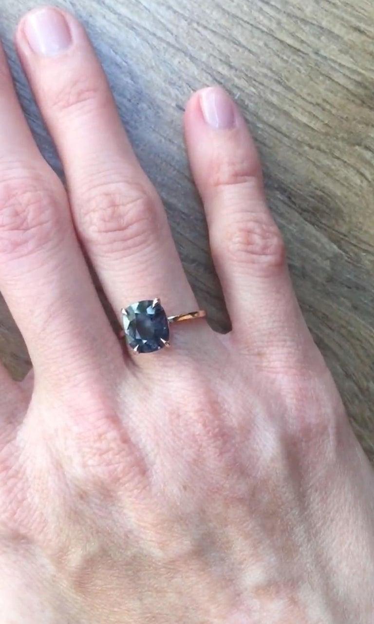 18 Karat Rose Gold Ring with 4.6 Carat Purple Spinel For Sale 1