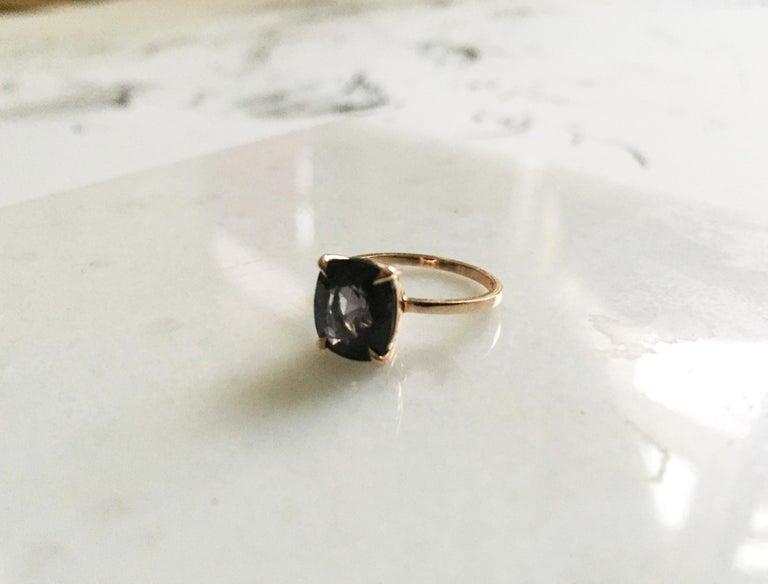 18 Karat Rose Gold Ring with 4.6 Carat Purple Spinel For Sale 2