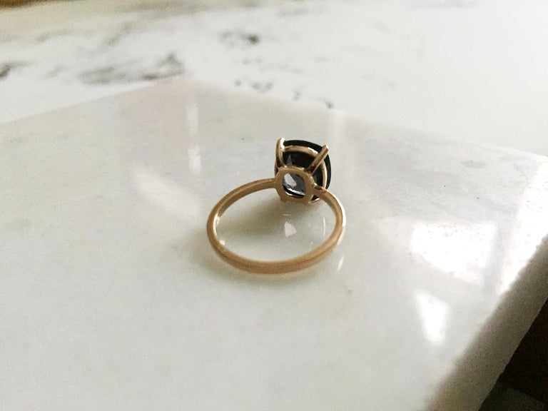 18 Karat Rose Gold Ring with 4.6 Carat Purple Spinel For Sale 3