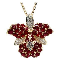 18 Karat Ruby Orchid Brooch Necklace 9.00 Carat Rubies, Diamonds 0.70 Carat vs